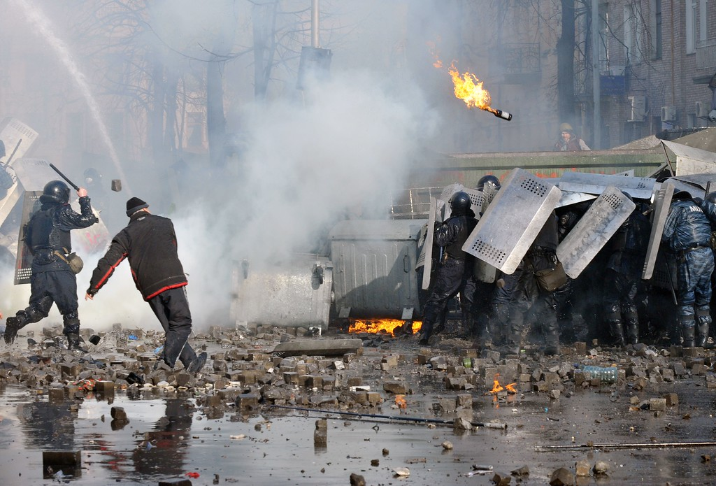 Description of . Anti-government protesters clash with police in in the center of Kiev on February 18, 2014. AFP PHOTO/GENYA SAVILOV/AFP/Getty Images