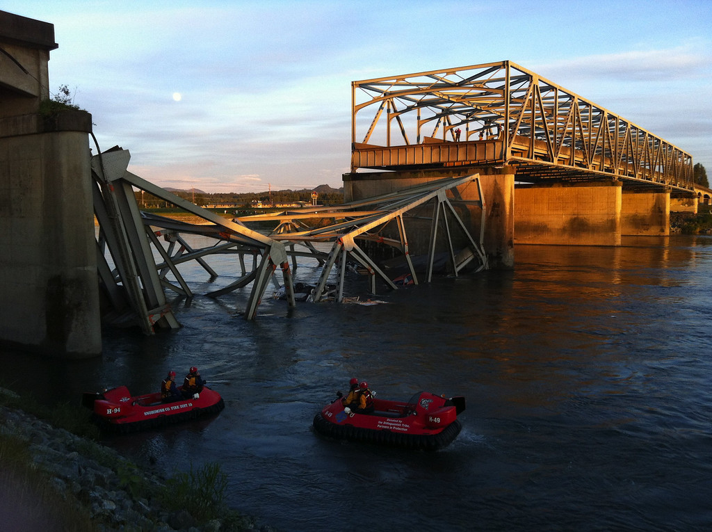 Description of . A portion of the Interstate 5 bridge is submerged after it collapsed into the Skagit River dumping vehicles and people into the water in Mount Vernon, Wash., Thursday, May 23, 2013.  (AP Photo/The Seattle Times, Rick Lund)