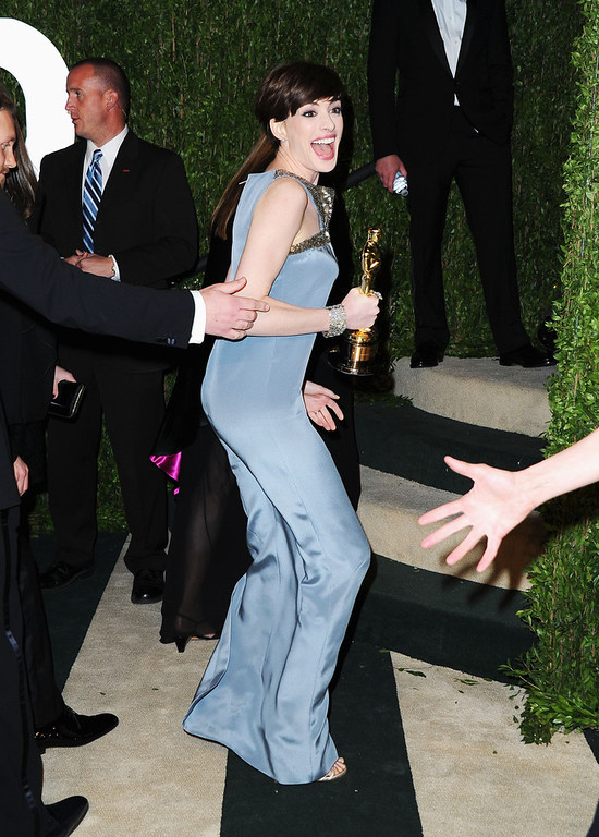 Description of . Actress Anne Hathaway arrives at the 2013 Vanity Fair Oscar Party hosted by Graydon Carter at Sunset Tower on February 24, 2013 in West Hollywood, California.  (Photo by Pascal Le Segretain/Getty Images)