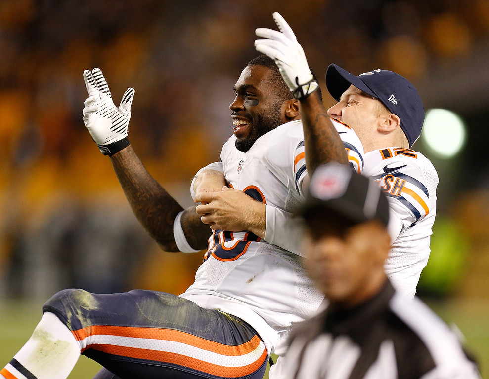 Description of . Earl Bennett #80 of the Chicago Bears celebrates after his fourth quarter catch out of bounds was overturned by video replay to a touchdown with Josh McCown #12 while playing the Pittsburgh Steelers at Heinz Field on September 22, 2013 in Pittsburgh, Pennsylvania. Chicago won the game 40-23. (Photo by Gregory Shamus/Getty Images)
