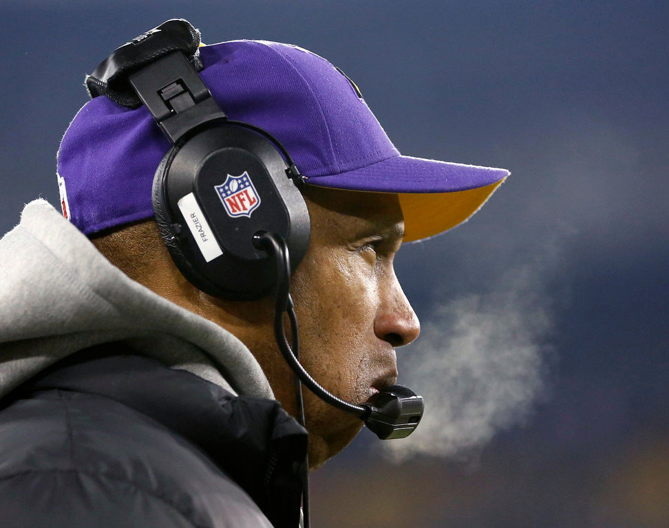 Description of . Minnesota Vikings head coach Leslie Frazier looks on as his team plays the Green Bay Packers during their NFL NFC wildcard playoff football game in Green Bay, Wisconsin, January 5, 2013.  REUTERS/Tom Lynn