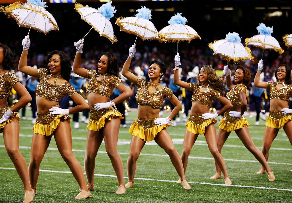 Description of . Cheerleaders dance before the San Francisco 49ers play the Baltimore Ravens in the NFL Super Bowl XLVII football game in New Orleans, Louisiana, February 3, 2013.  REUTERS/Jim Young