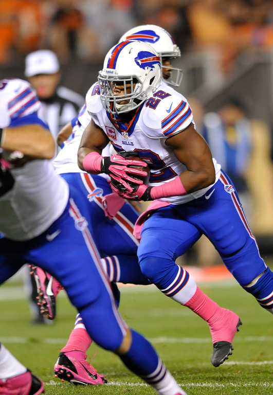 Description of . Buffalo Bills running back Fred Jackson (22) runs 1 yard for a touchdown against the Cleveland Browns in the first quarter of an NFL football game Thursday, Oct. 3, 2013, in Cleveland. (AP Photo/David Richard)