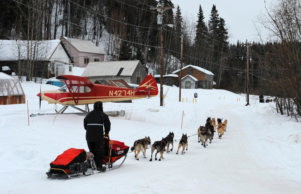 Description of . Four-time Iditarod champion Jeff King follows John Baker into the checkpoint in Anvik, Alaska, on Friday, March 8, 2013, during the Iditarod Trail Sled Dog Race. (AP Photo/Anchorage Daily News, Bill Roth)