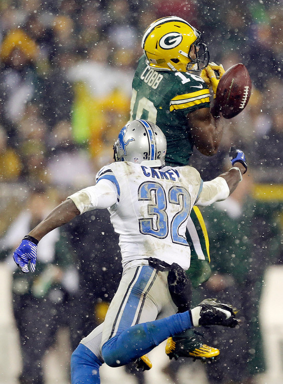 Description of . Green Bay Packers' Randall Cobb (18) can't handle a pass while being defended by Detroit Lions' Don Carey (32) during the second half of an NFL football game Sunday, Dec. 9, 2012, in Green Bay, Wis. (AP Photo/Jeffrey Phelps)