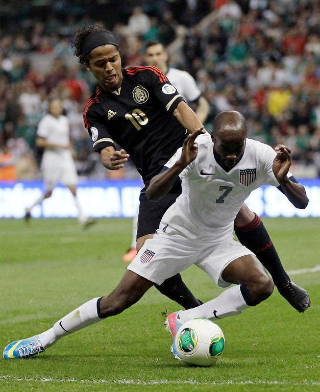 Description of . DaMarcus Beasley (R) of the U.S battles for the ball with Giovani Dos Santos of Mexico during their 2014 World Cup qualifying soccer match at Azteca stadium in Mexico City March 26, 2013. REUTERS/Henry Romero