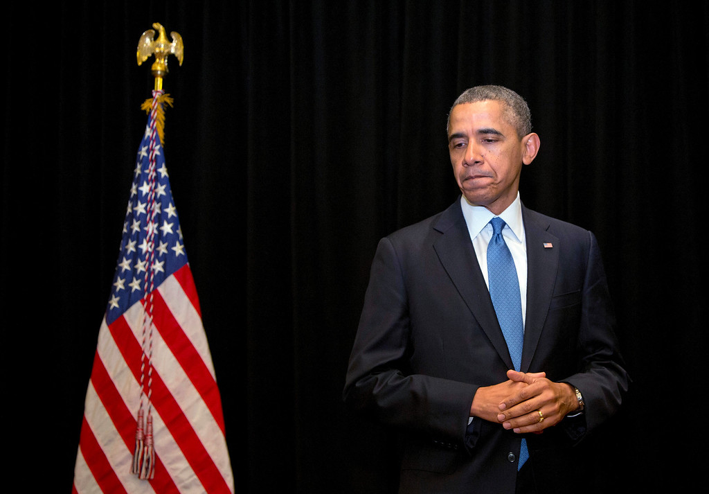Description of . President Barack Obama pauses as he speaks about the shooting at Fort Hood, Wednesday, April 2, 2014, in Chicago. (AP Photo/Carolyn Kaster)