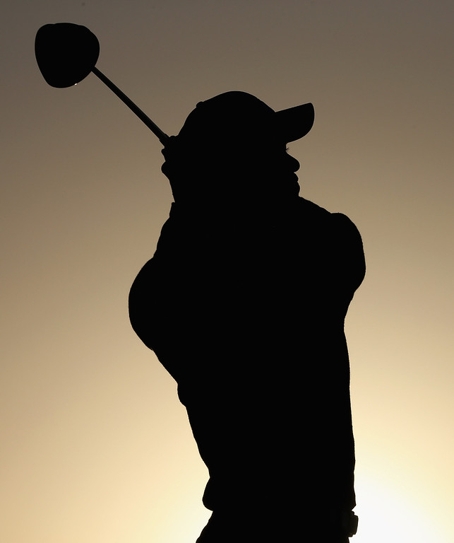 Description of . Tiger Woods of the USA hits his tee-shot on the first hole during the first round of The Abu Dhabi HSBC Golf Championship at Abu Dhabi Golf Club on January 17, 2013 in Abu Dhabi, United Arab Emirates.  (Photo by Andrew Redington/Getty Images)