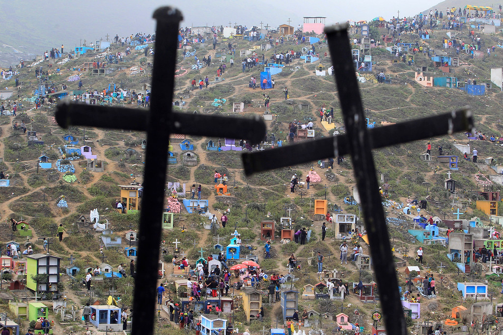Description of . A view of Nueva Esperanza cemetery during the Day of the Dead celebrations in Villa Maria, Lima November 1, 2012. Each year people visit the cemetery, one of Latin America's largest, to honor the dead. REUTERS/Enrique Castro-Mendivil