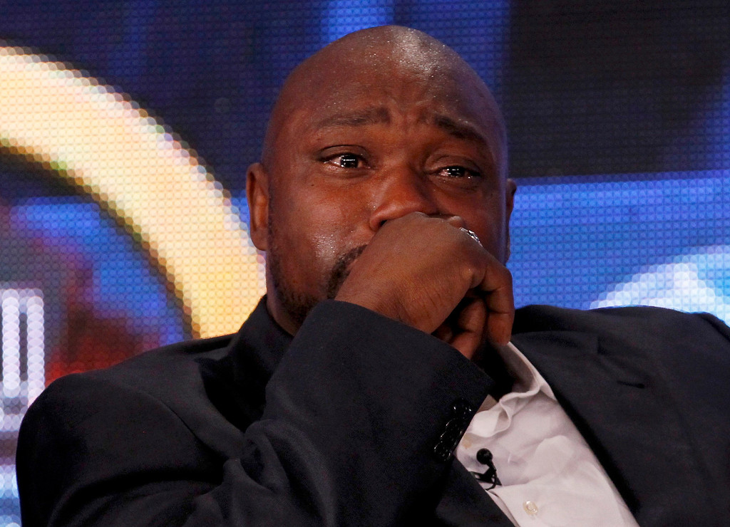 Description of . Former Tampa Bay Buccaneers player Warren Sapp pauses while speaking after being named to the Pro Football Hall of Fame at the 2013 Class of Enshrinement show in New Orleans, Louisiana, February 2, 2013.  REUTERS/Jim Young