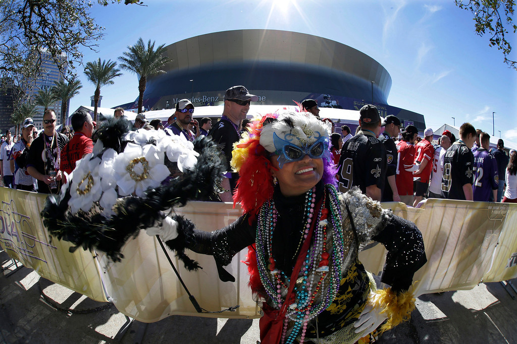 Description of . Jennifer Jones dances outsidethe Superdome before the NFL Super Bowl XLVII football game between the San Francisco 49ers and the Baltimore Ravens on Sunday, Feb. 3, 2013, in New Orleans. (AP Photo/Gene Puskar)