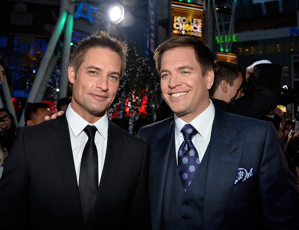 Description of . LOS ANGELES, CA - JANUARY 08:  Actors Josh Holloway (L) and Michael Weatherly attend The 40th Annual People's Choice Awards at Nokia Theatre L.A. Live on January 8, 2014 in Los Angeles, California.  (Photo by Frazer Harrison/Getty Images for The People's Choice Awards)