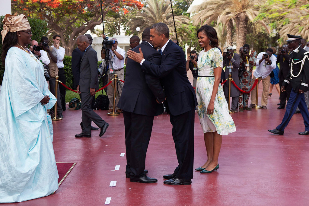 Description of . U.S. President Barack Obama greets Senegalese President Macky Sall as U.S. first lady Michelle Obama and Senegalese First Lady Mariame Faye Sall look on, at the presidential palace in Dakar, Senegal June 27, 2013. Obama and his wife Michelle are visiting Senegal until June 28 before travelling to South Africa and Tanzania.  REUTERS/Joe Penney