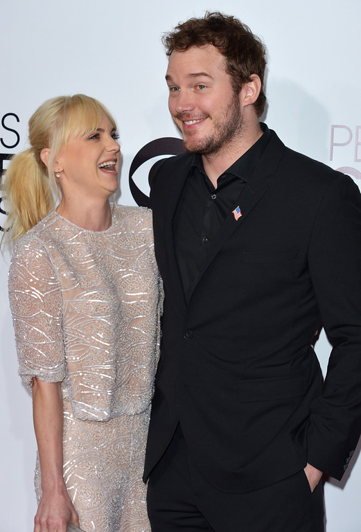 Description of . Anna Faris, left, and Chris Pratt arrive at the 40th annual People's Choice Awards at Nokia Theatre L.A. Live on Wednesday, Jan. 8, 2014, in Los Angeles. (Photo by John Shearer/Invision/AP)