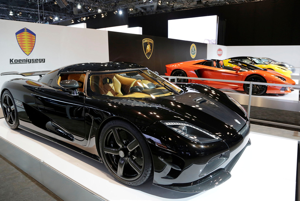 Description of . The Koenigsegg Agera R, left, is shown at the New York International Auto Show, Wednesday, April 16, 2014, in New York. (AP Photo/Mark Lennihan)
