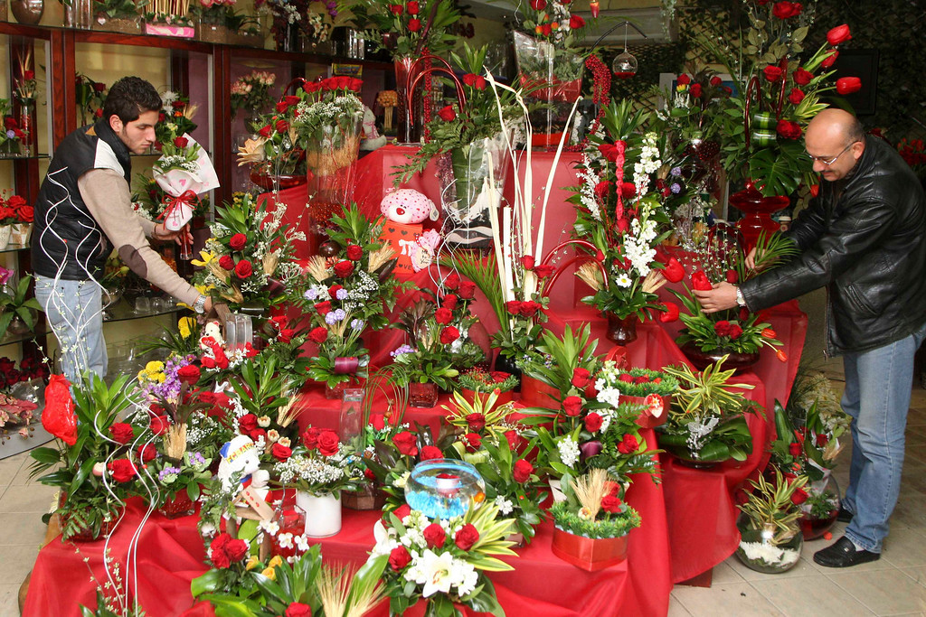 . Men choose gifts on Valentine\'s Day in Amman February 14, 2013. REUTERS/Majed Jaber