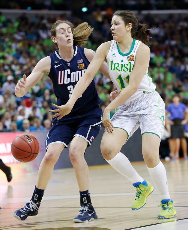 Description of . Notre Dame forward Natalie Achonwa (11) passes against Connecticut forward Breanna Stewart (30) in the first half of the women\'s NCAA Final Four college basketball tournament semifinal, Sunday, April 7, 2013, in New Orleans. (AP Photo/Dave Martin)