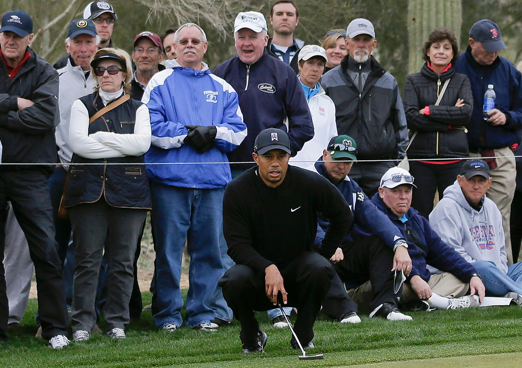 Description of . Tiger Woods lines up a putt on the 12th green in the first round against Charles Howell III during the Match Play Championship golf tournament, Thursday, Feb. 21, 2013, in Marana, Ariz. (AP Photo/Ted S. Warren)
