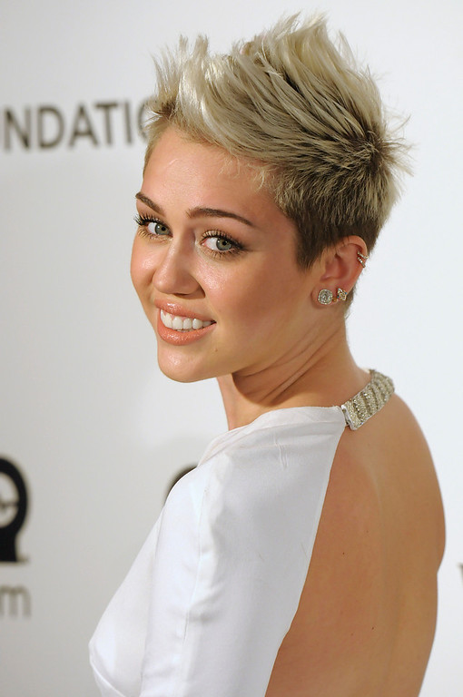 Description of . Singer and actress Miley Cyrus arrives at the 2013 Elton John Oscar Party in West Hollywood, Calif. on Sunday, Feb. 24, 2013. (Dan Steinberg/Invision/AP)
