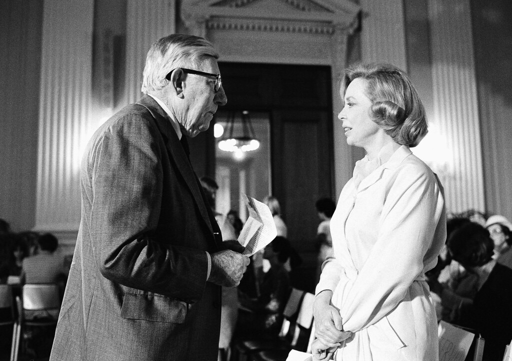 Description of . Rep. Claude Pepper, D-Fla., chats with Dr. Joyce Brothers in Washington on Monday, May 7, 1979 prior to how national policy decisions affect the middle-age woman. (AP Photo/Duricka)