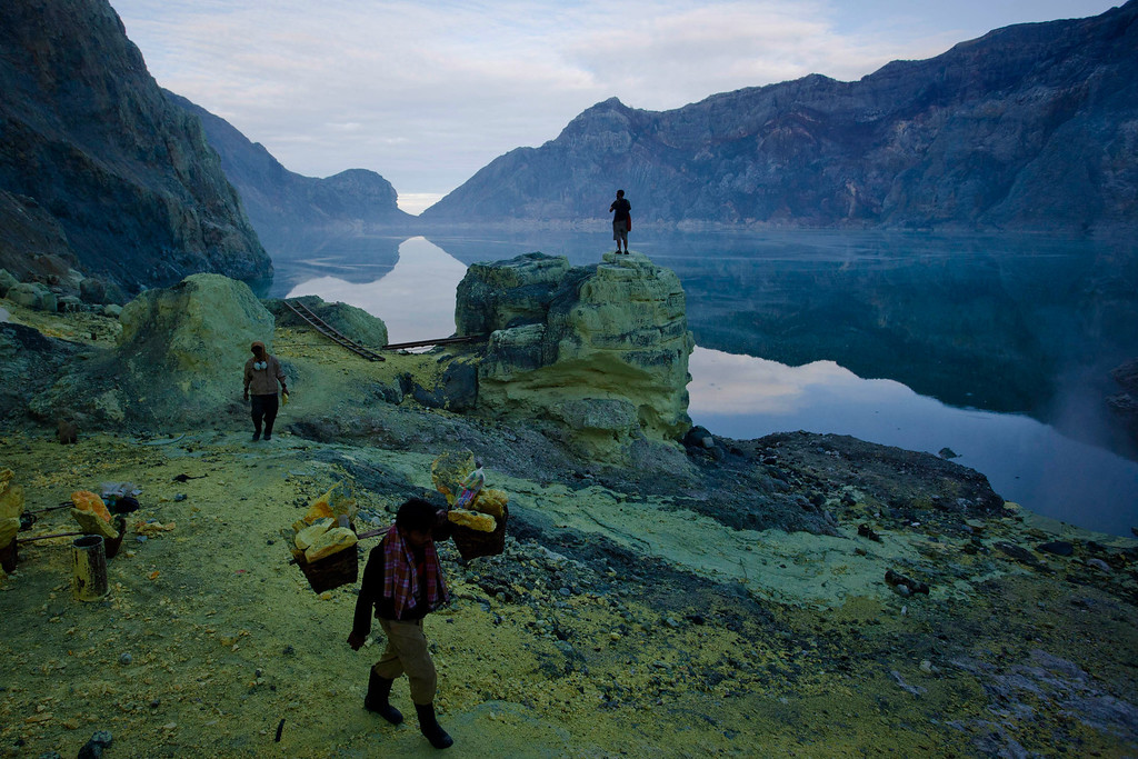 Description of . A miner carries sulfur during an annual offering ceremony on the Ijen volcano on December 17, 2013 in Yogyakarta, Indonesia. (Photo by Ulet Ifansasti/Getty Images)