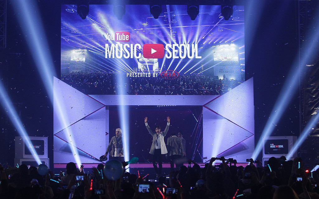 Description of . SHINee perform on stage during Youtube Music Awards 2013 at Kintex Hall on November 3, 2013 in Seoul, South Korea.  (Photo by Chung Sung-Jun/Getty Images)