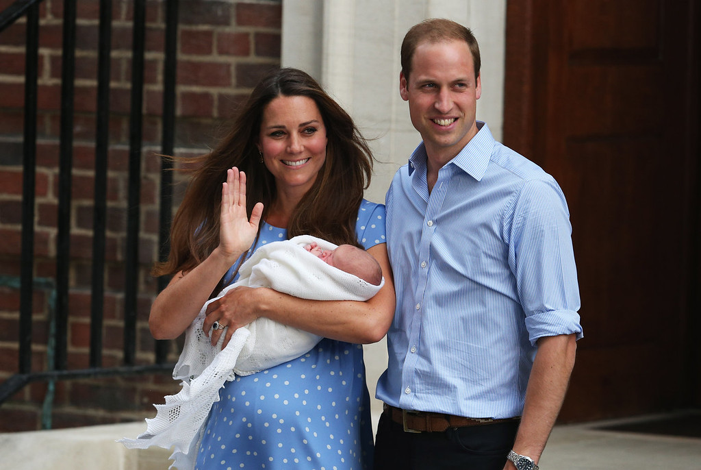 Description of . Prince William, Duke of Cambridge and Catherine, Duchess of Cambridge, depart The Lindo Wing with their newborn son at St Mary\'s Hospital on July 23, 2013 in London, England. The Duchess of Cambridge yesterday gave birth to a boy at 16.24 BST and weighing 8lb 6oz, with Prince William at her side. The baby, as yet unnamed, is third in line to the throne and becomes the Prince of Cambridge.  (Photo by Oli Scarff/Getty Images)