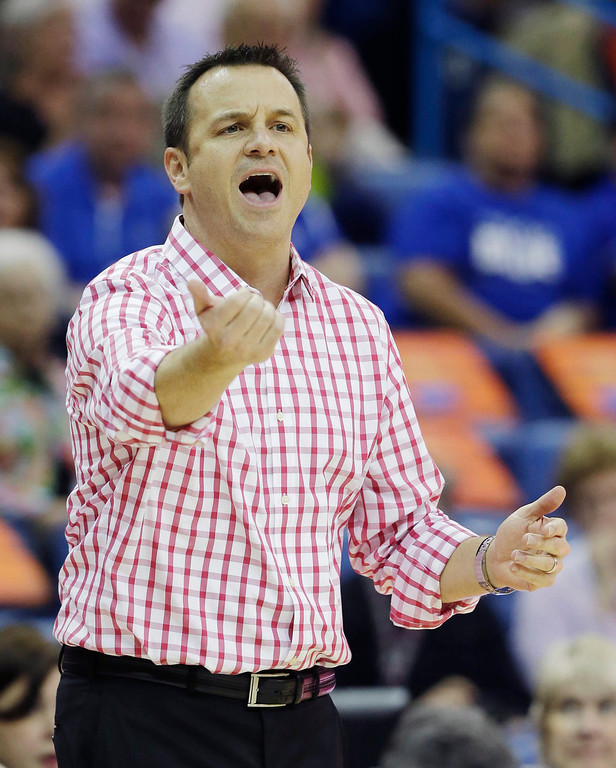 Description of . Louisville head coach Jeff Walz directs his team in the first half of a national semifinal at the Women's Final Four of the NCAA college basketball tournament against California, Sunday, April 7, 2013, in New Orleans. (AP Photo/Dave Martin)