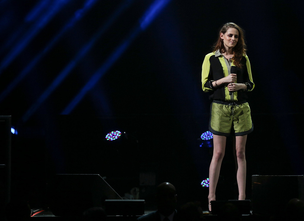 Description of . The actress Kristen Stewart speaks during the 12-12-12 benefit concert for victims of Hurricane Sandy, at Madison Square Garden in New York, Dec. 12, 2012. The concert features a lineup of artists spanning five decades. (Damon Winter/The New York Times)