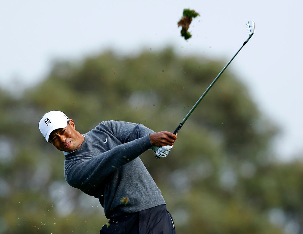 Description of . U.S. golfer Tiger Woods hits off the 3rd tee during weather delayed third round play at the Farmers Insurance Open in San Diego, California,  January 27, 2013.           REUTERS/Mike Blake