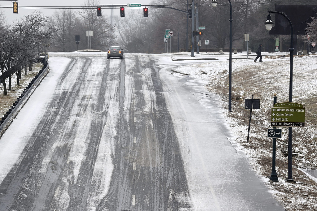 Description of . An ice-covered highway is seen in Atlanta during a severe winter storm in Atlanta, Georgia, USA, 12 February 2014. Ice and snow coming to the metro Atlanta area is expected to make travel treacherous and cut electricity to thousands of customers.  EPA/ERIK S. LESSER