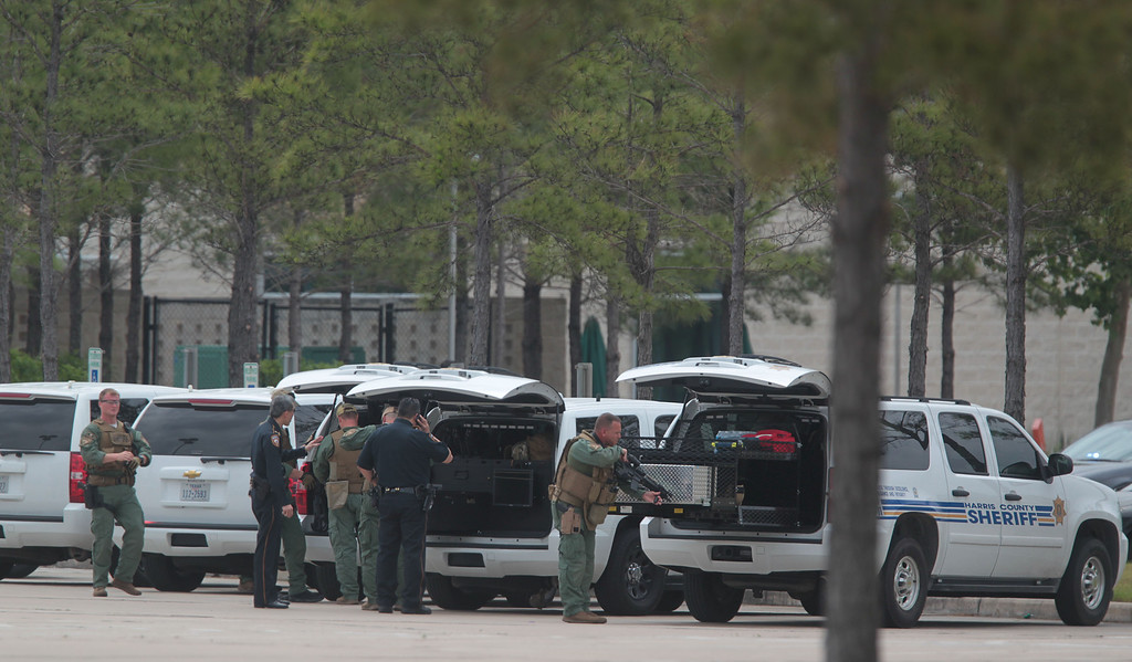 Description of . Harris County Sheriffs Officers prepare to enter the Health Science Center in the Cy-Fair campus of Lone Star College where at least 14 people were wounded in a stabbing on Tuesday, April 9, 2013, in Cypress, Texas.    (AP Photo/Houston Chronicle, Mayra Beltran)