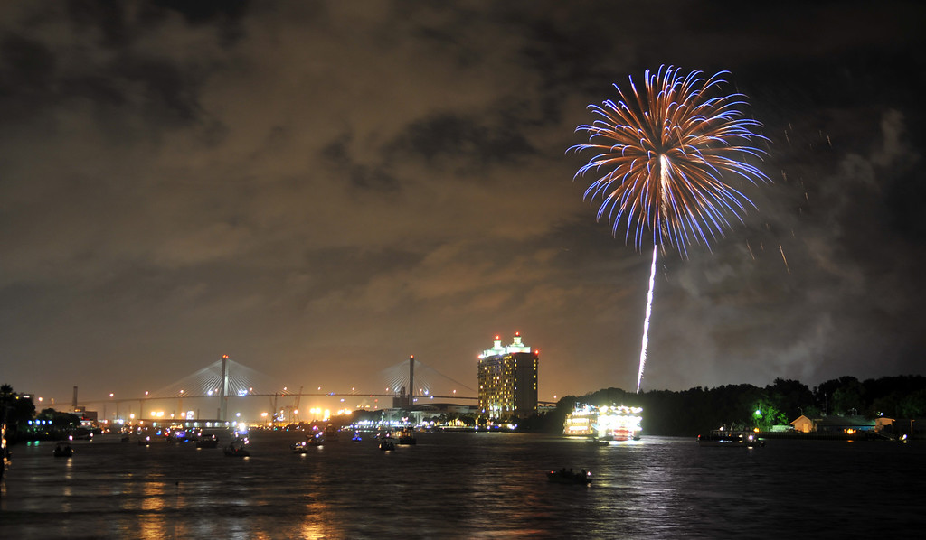 Description of . Fireworks explode over the Savannah River during the annual Independence Day celebration Thursday, July 4, 2013, in Savannah, Ga. (AP Photo/Savannah Morning News, Richard Burkhart)