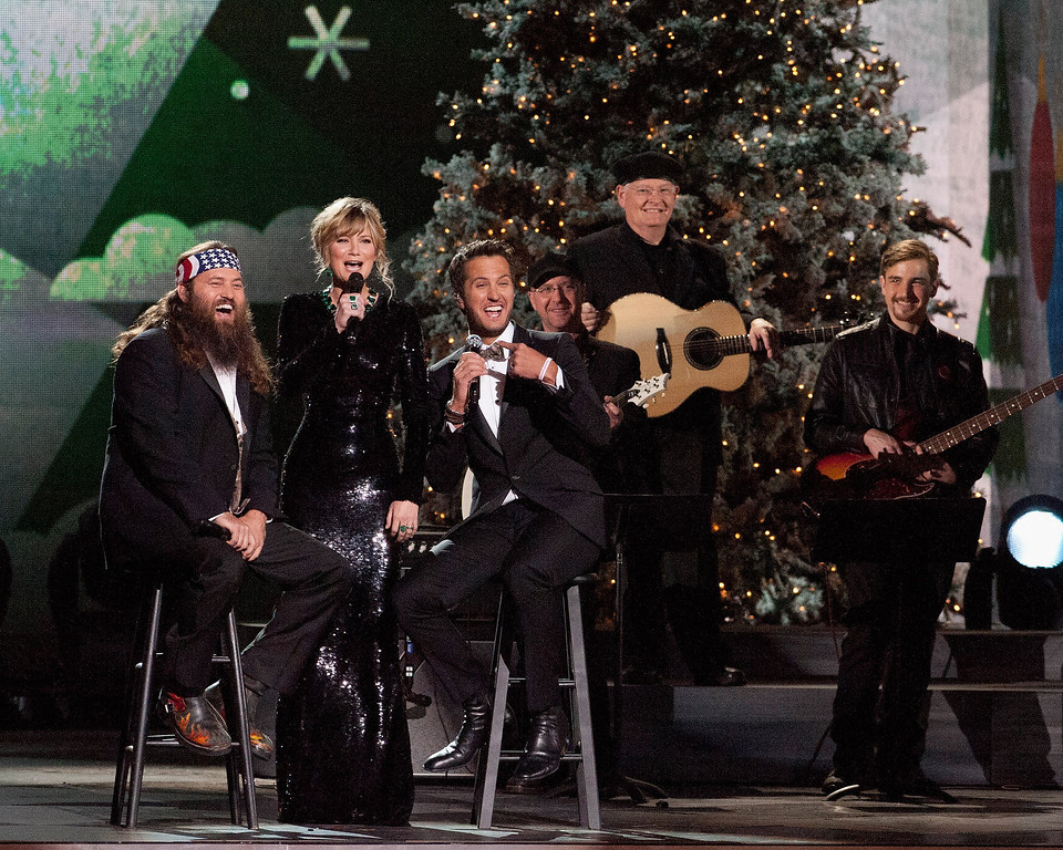Description of . Duck Dynasty's Willie Robertson, Jennifer Nettles and Luke Bryan perform during the CMA 2013 Country Christmas on November 8, 2013 in Nashville, Tennessee.  (Photo by Erika Goldring/Getty Images)