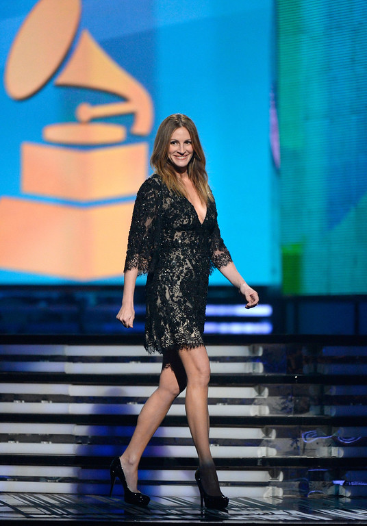 Description of . Actress Julia Roberts walks onstage during the 56th GRAMMY Awards at Staples Center on January 26, 2014 in Los Angeles, California.  (Photo by Kevork Djansezian/Getty Images)