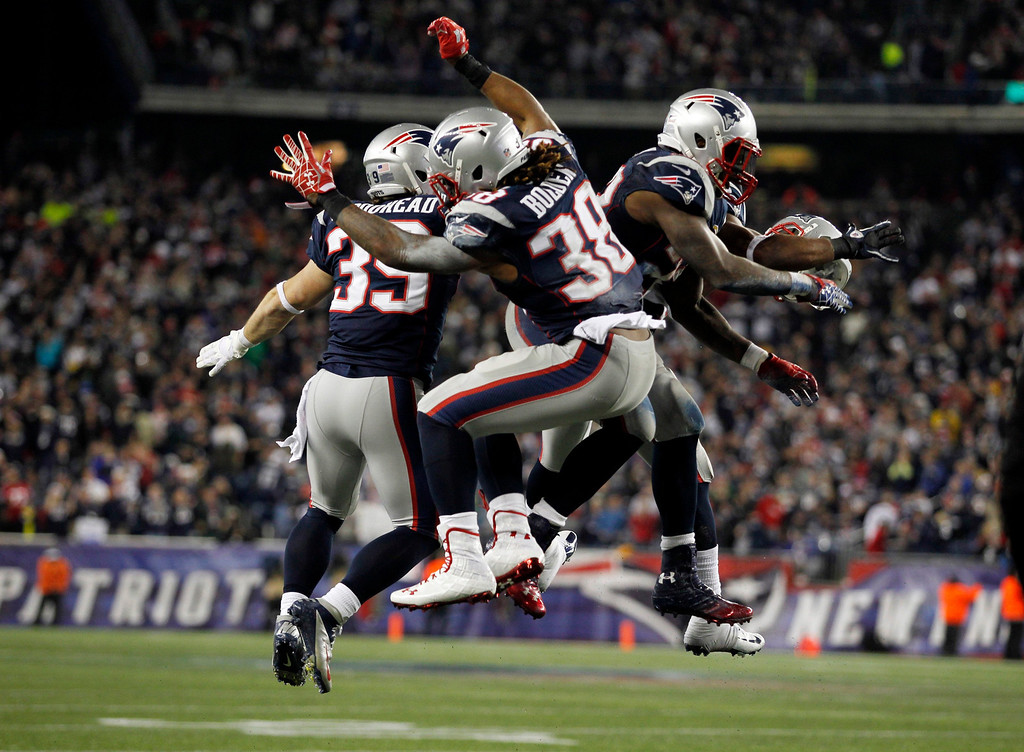 Description of . New England Patriots Danny Woodhead (L), Brandon Bolden (C) and Stevan Ridley celebrate after the Patriots scored a touchdown against the Houston Texans during the second half of their NFL football game in Foxborough, Massachusetts December 10, 2012. REUTERS/Jessica Rinaldi