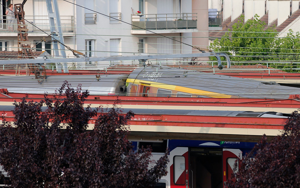 Description of . A general view shows the scene of an intercity train accident at the Bretigny-sur-Orge train station near Paris July 12, 2013. REUTERS/Benoit Tessier
