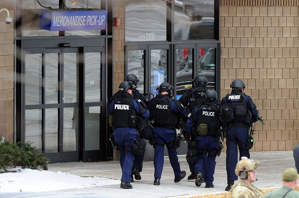 Description of . Police enter to a Sears store at the Columbia Mall after a fatal shooting on January 25, 2014, in Columbia, Maryland.  AFP PHOTO/Jewel SAMAD/AFP/Getty Images