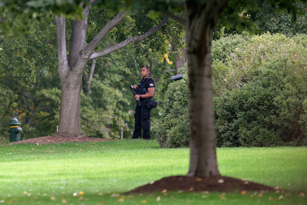 Description of . A member of the U.S. Secret Service counter assult team patrols the grounds of the White House October 3, 2013 in Washington, DC. The executive mansion was put on lockdown after a report of shots fired at the U.S. Capitol.  (Photo by Chip Somodevilla/Getty Images)