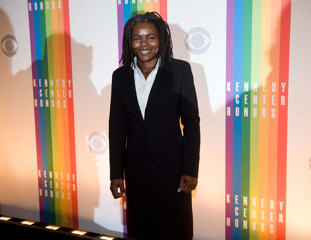 Description of . Singer Tracy Chapman arrives at the Kennedy Center for the Performing Arts for the 2012 Kennedy Center Honors Performance and Gala Sunday, Dec. 2, 2012 at the State Department in Washington. (AP Photo/Kevin Wolf)