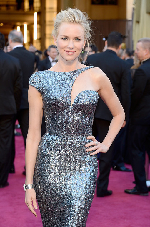 Description of . Actress Naomi Watts arrives at the Oscars at Hollywood & Highland Center on February 24, 2013 in Hollywood, California.  (Photo by Kevork Djansezian/Getty Images)