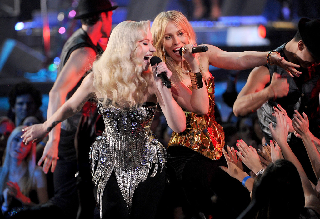 "Description of . LOS ANGELES, CA - DECEMBER 16:  (L-R) Singers Iggy Azalea and Natasha Bedingfield perform onstage during ""VH1 Divas\"" 2012 at The Shrine Auditorium on December 16, 2012 in Los Angeles, California.  (Photo by Kevin Winter/Getty Images)"