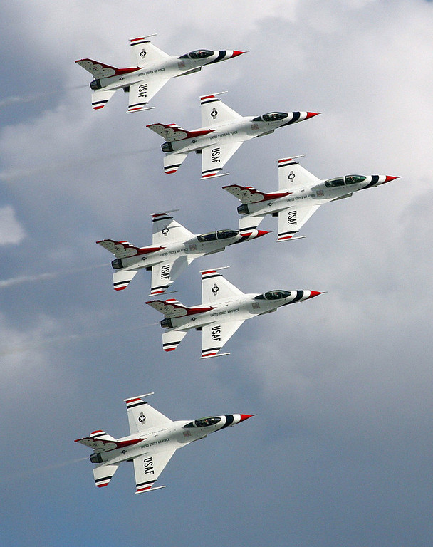 Description of . The Air Force Thunderbirds perform prior to the start of the Daytona 500 at Daytona International Speedway in Daytona Beach, Fla., Sunday, Feb. 17, 2008. (AP Photo/David Graham)