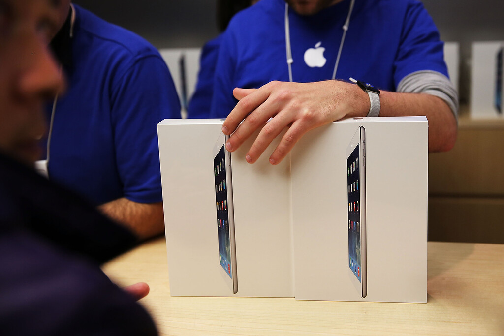 Description of . Apple employees sell the new iPad Air at the Apple Store on November 1, 2013 in New York City. T (Photo by Spencer Platt/Getty Images)