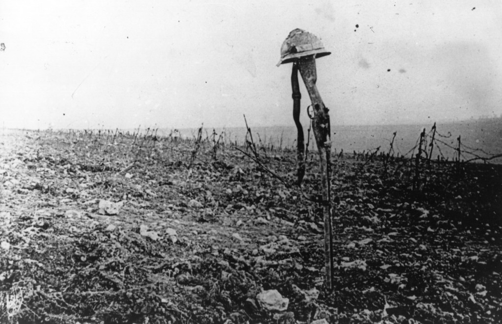 Description of . A French soldier's grave, marked by his rifle and helmet, on the battlefield of Verdun.   (Photo by Hulton Archive/Getty Images)