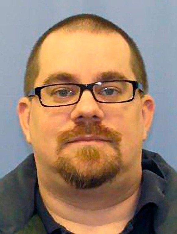 Description of . Kevin Cleeves, 36, of Waynesboro, Pennsylvania is shown in this handout photo released by Pennsylvania State Police Department on July 28, 2012.  Cleeves was arrested early Saturday and is suspected of fatally shooting three people near his hometown and fleeing with his 4-year old daughter, according to officials.  REUTERS/Pennsylvania State Police Dept/Handout