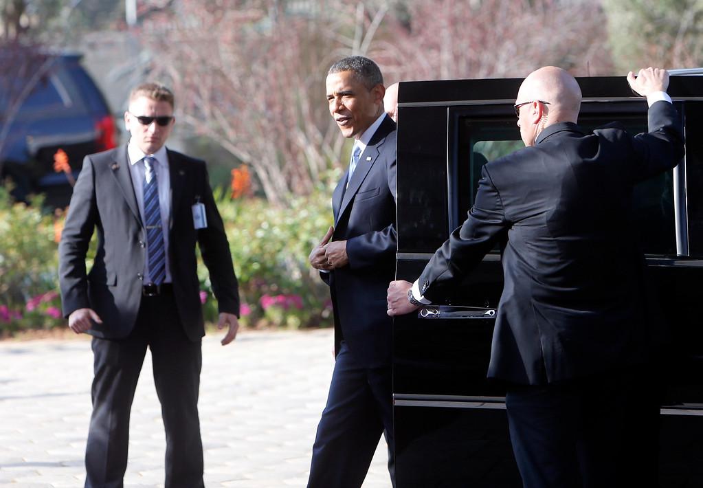 Description of . U.S. President Barack Obama (C) arrives at the residence of Israel's President Shimon Peres in Jerusalem March 20, 2013. REUTERS/Ronen Zvulun