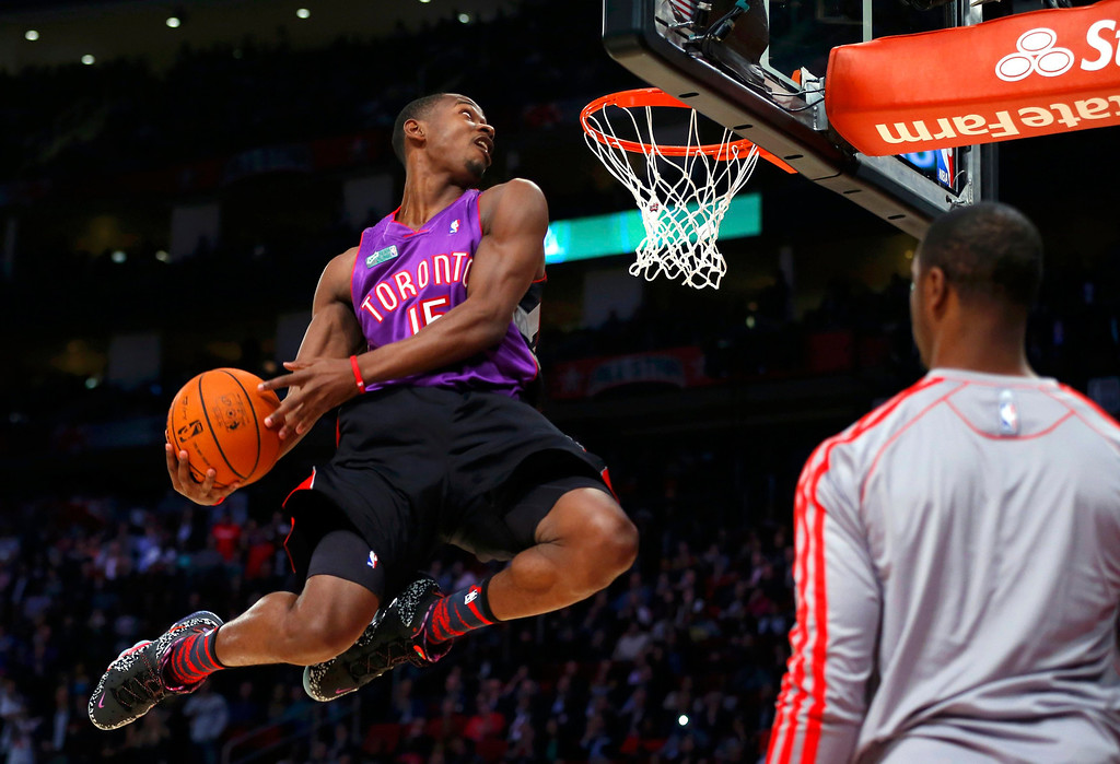 Description of . East All-Star Terrence Ross of the Toronto Raptors competes in the slam dunk contest during the NBA basketball All-Star weekend in Houston, Texas, February 16, 2013. REUTERS/Jeff Haynes