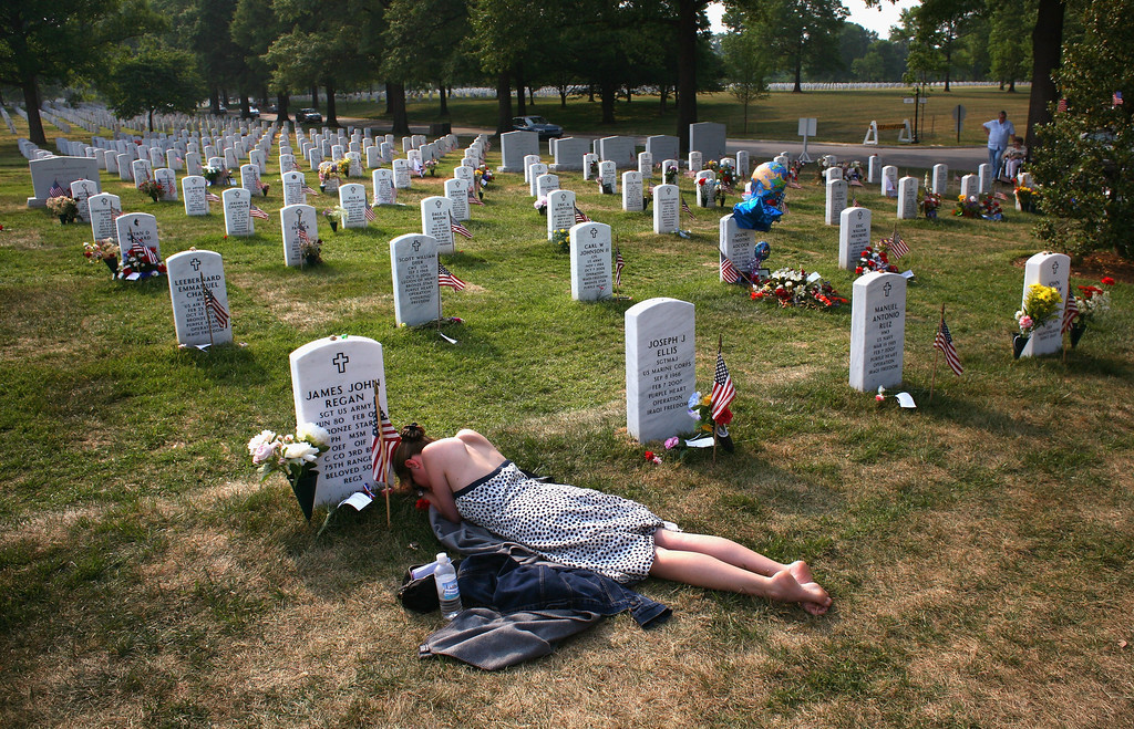 "Description of . Mary McHugh mourns her slain fiancé Sgt. James Regan at ""Section 60\"" of the Arlington National Cemetery May 27, 2007. On March 24, 2008, four soldiers were killed when their patrol vehicle was blown up by a bomb in Baghdad, taking the US military personnel death toll in Iraq beyond 4000.  (Photo by John Moore/Getty Images)"