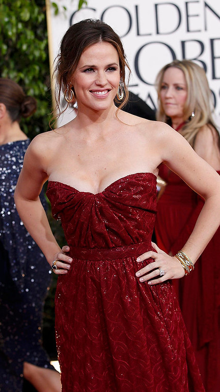 Description of . Actress Jennifer Garner arrives at the 70th annual Golden Globe Awards in Beverly Hills, California, January 13, 2013.  REUTERS/Mario Anzuoni